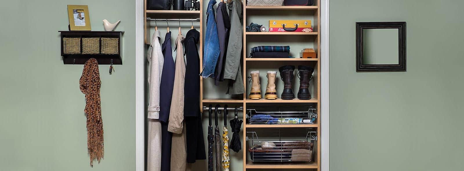 Wieszaki do przedpokoju – najlepsze miejsce na kurtki i płaszcze